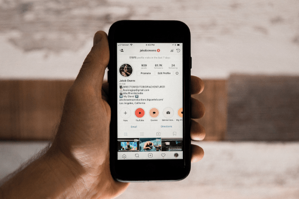 Ready to update your 2019 Instagram strategy? Craving a fresh start? Check out this guide for how to unfollow everyone on Instagram!